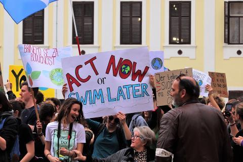 school-strike-4-climate-4057675_960_720_0.jpg